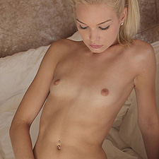 Skinny Francesca toying