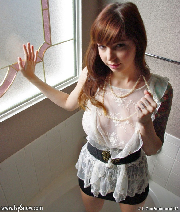 nextdoormania pics2 ivysnow pearls01